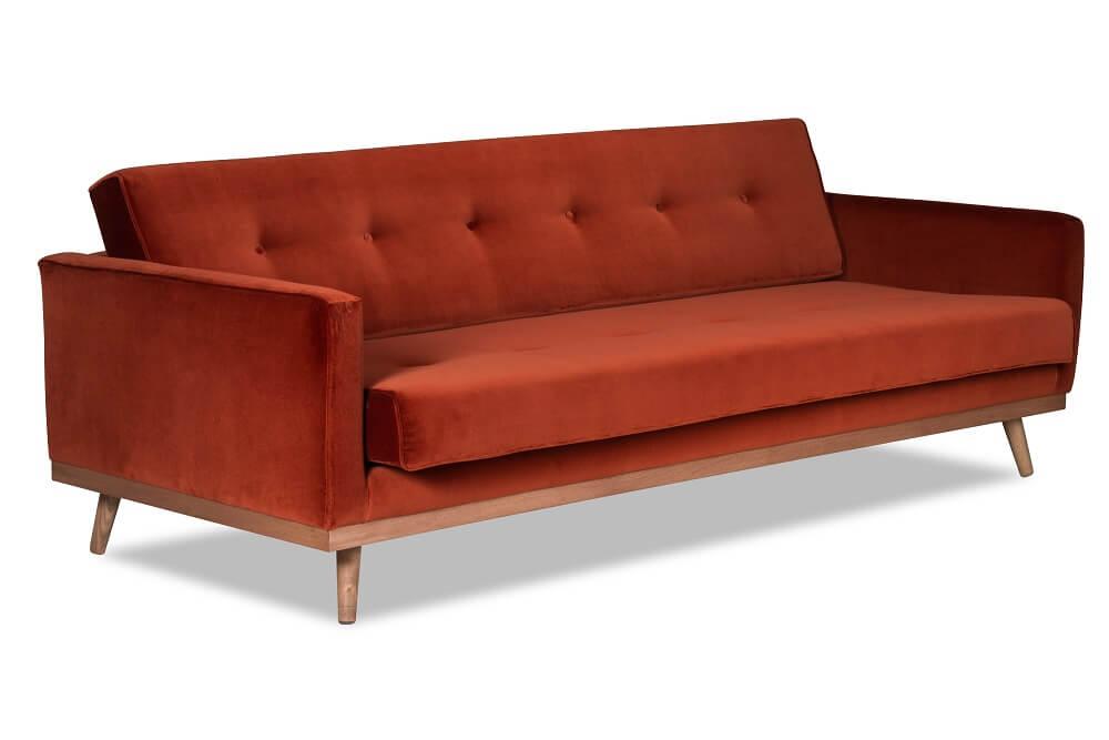 sofa w kolorze brązowo-czerwonym